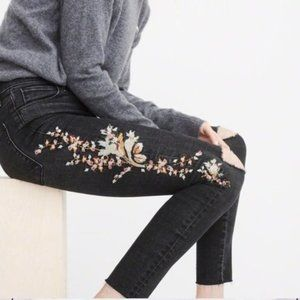 A&F Simone High Rise Floral Embroidered Jeans 26